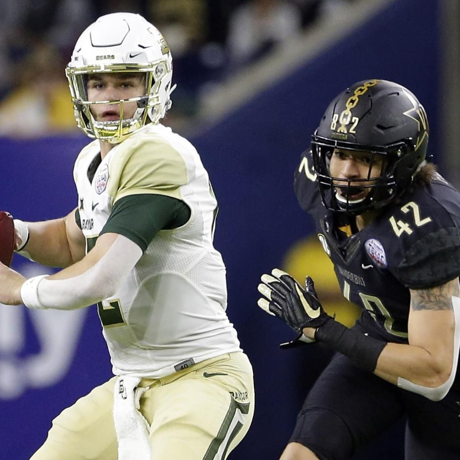 Bears QB Brewer under pressure during the Texas Bowl